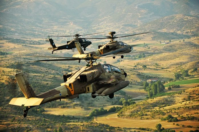 Israelske Apache-helikoptre på øvelse i Hellas. (Illustrasjon: IAF)