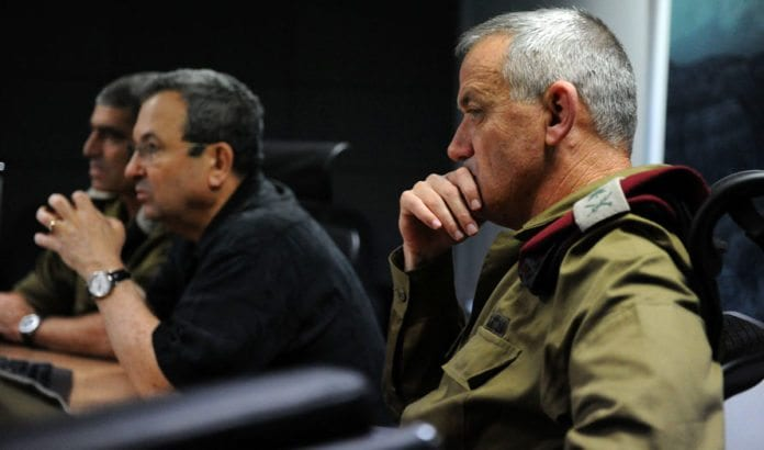 Forsvarsminister Ehud Barak og forsvarssjef Benny Gantz under et møte torsdag 15. november 2012. (Foto: IDF)