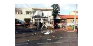 En Grad-rakett fra Gaza-stripen slo ned i denne bygningen i Netivot på morgenen mandag 12. november 2012. (Foto: IDF)