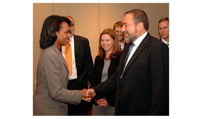USAs daværende utenriksminister Condoleezza Rice og Avigdor Lieberman i 2007. (Foto: Matty Stern)