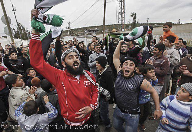 Syriske flyktninger roper slagord mot Bashar Assad i flyktningleiren Boynuyogun i Hatay-provinsen på grensen mellom Tyrkia og Syria. (Illustrasjonsfoto fra mars 2012, flickr)