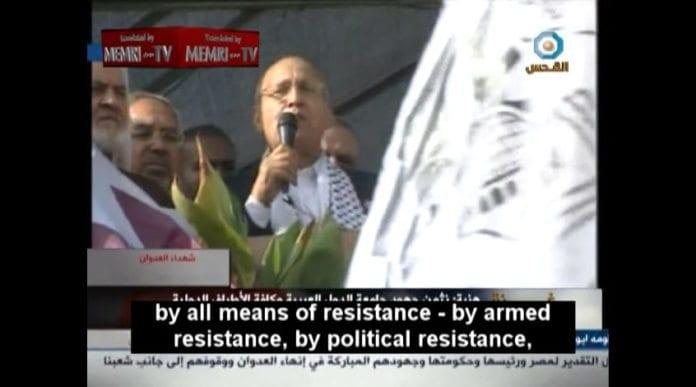 Fatah-toppen Nabil Shaath har tidligere ledet forhandlinger med Israel. I en gratulasjonstale til Hamas etter krigen i november lovpriste han væpnet kamp. Lite tyder på at denne mannen har tenkt å starte forhandlinger med Israel igjen med det første. (Skjermdump fra Al-Quds TV 22. november, via MEMRI)