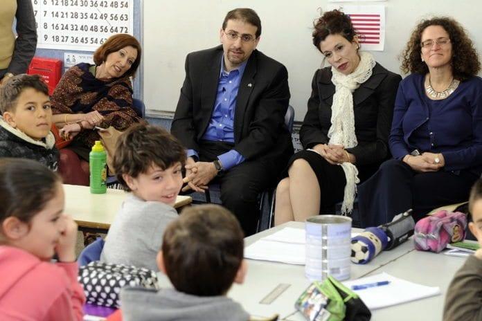 USAs ambassadør Dan Shapiro i Israel på offisielt skolebesøk. (Illustrasjon: Den amerikanske ambassaden i Tel Aviv)