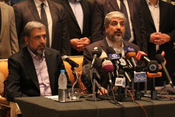 Islamsk Jihad-leder Ramadan Shallah (f.v.) og Hamas-sjef Khaled Mashaal under våpenhvileforhandlingene i Kairo, 21. november 2012. De to terrorgruppenes