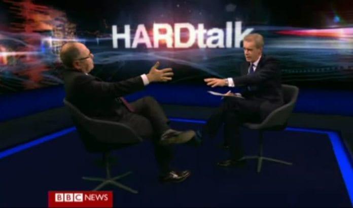 Det ble ofte tøffe ordvekslinger mellom Likud-politikeren Dani Danny (t.v.) og BBCs programleder Stepen Sackur. (Skjermdump fra BBC)