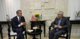 Palestinernes statsminister Salam Fayyad (f.h.) sammen med Norges tidligere utenriksminister Jonas Gahr Støre. (Foto: Kjetil Elsebutangen, Norsk UD)