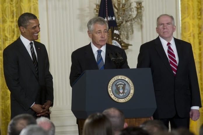 USAs president Barack Obama (f.v.) presenterer sine to siste sikkerhetspolitiske nominasjoner, senator Chuck Hagel som ny forsvarsminister og sikkerhetsrådgiver John Brennan som ny CIA-sjef. (Foto: Det amerikanske forsvarsdepartementet)