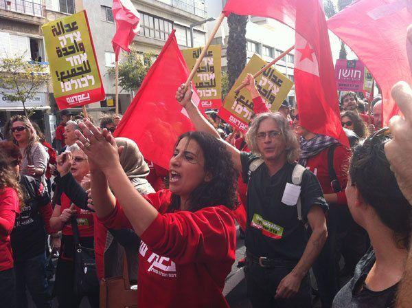 Fremst i bildet: Asma Agbarieh-Zahalka, lederen for Det arabisk-jødiske arbeiderpartiet Da'am. (Foto: Da'am)