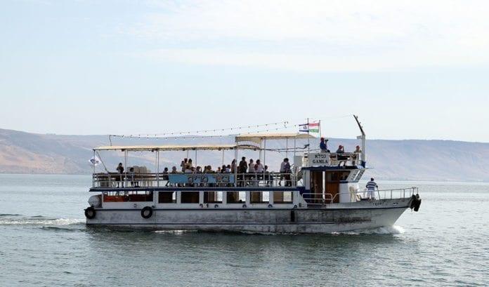 Turistbåt på Genesaretsjøen. (Arkivfoto: Conrad Myrland, MIFF)