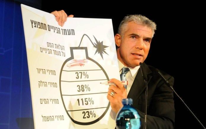 Yair Lapid (bildet) spilte på statsminister Benjamin Netanyahus siste FN-tale under valgkampen, da han snakket om Israels