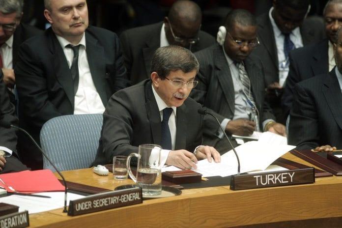 Tyrkias utenriksminister Ahmet Davutoglu under et møte i FNs sikkerhetsråd. (Foto: Jenny Rockett, UN Photo)