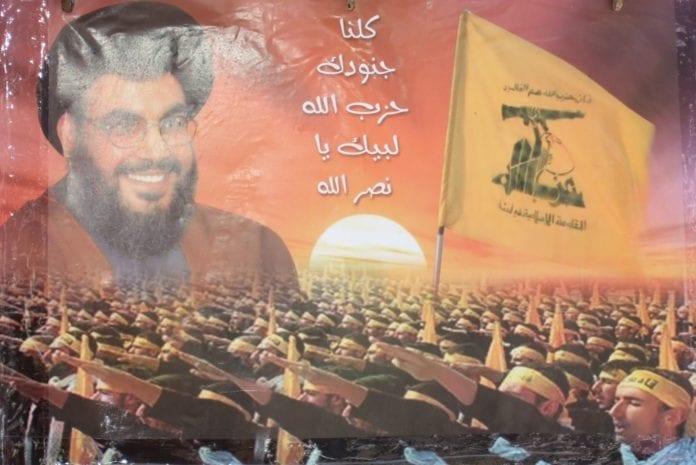 Propagandaplakat for Hizbollah og leder Hassan Nasrallah. (Foto: delayed gratification, flickr.com)
