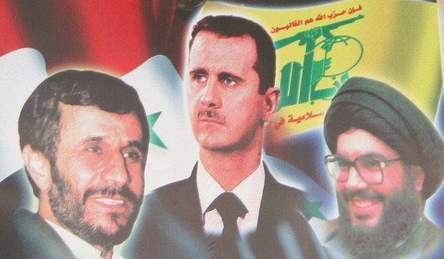 Hizbollah-produsert propagandaplakat hvor Irans president Mahmoud Ahmadinejad (f.v.), Syrias president Bashar Assad og Hizbollah-leder Hassan Nasrallah er avbildet. Fotografen har døpt bildet