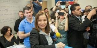 Shelly Yachimovich avgir sin stemme under det israelske valget forrige måned. (Foto: Arbeiderpartiet)