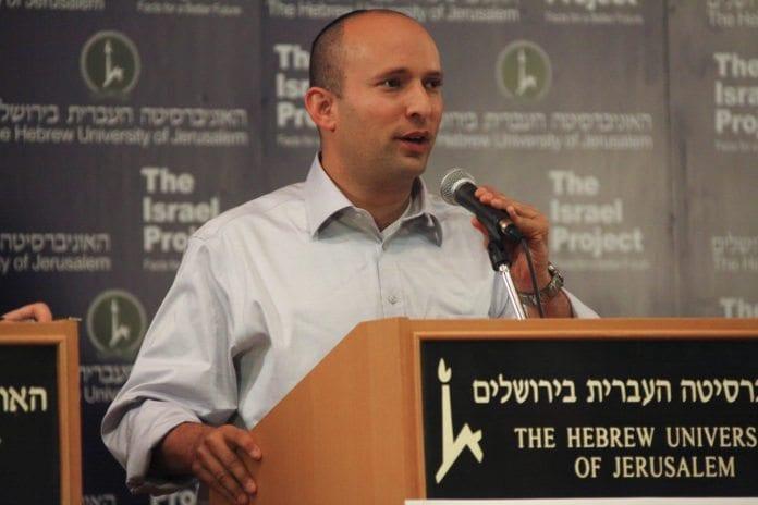 Naftali Bennett ønsker å gjøre livet enklere for religiøse jøder, ved å innføre søndag som offisiell fridag i Israel. (Foto: Mati Milstein, The Israel Project)