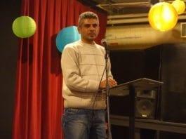 """Den omstridte regissøren Iyat Burnat presenterer den Oscar-nominerte israelsk-palestinske dokumentaren """"5 Broken Cameras"""", under en filmvisning i San Francisco. (Foto: Steve Rhodes, flickr.com)"""