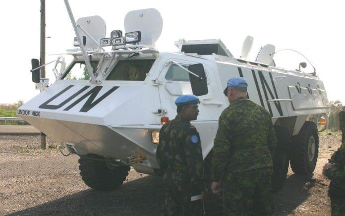Soldater og stridsvogn fra UNDOF, FNs fredsbevarende styrker mellom Syria og Israel. (Illustrasjon: in the bag solutions, flickr.com)