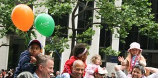 Homofile og lesbiske foreldre og deres barn, under en homseparade i San Francisco i 2008. (Illustrasjon: Caitlin Childs, flickr.com)