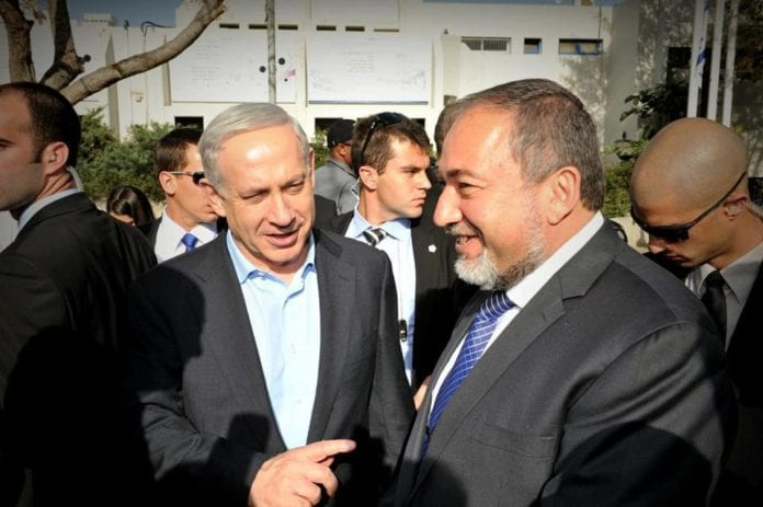 Statsminister Benjamin Netanyahu (f.v.) og Israel Beiteinu-leder Avigdor Lieberman. (Foto: Avigdor Lieberman, Facebook.com)