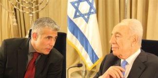 Finansminister Yair Lapid (f.v.) og president Shimon Peres. (Foto: Yair Lapid, Facebook.com)