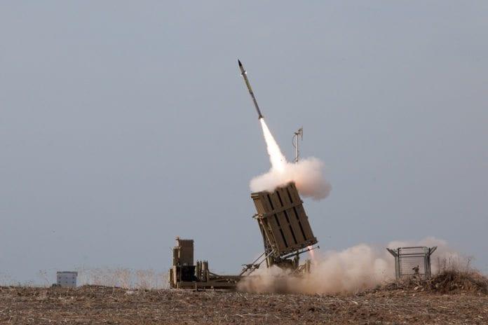 Innkjøpsprosessen av rakettforsvarsbatteriene Iron Dome kan bli rammet av amerikanske budsjettkutt. (Foto: IDF)