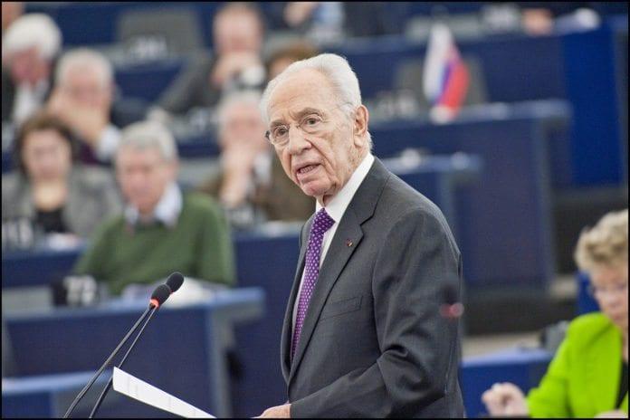 President Shimon Peres taler til Europaparlamentet tirsdag. (Foto: Europaparlamentet)