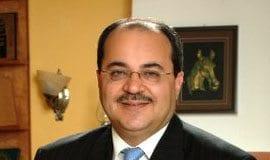 Ahmad Tibi fra United Arab List er misfornøyd med regjeringens heving av sperregrensen til Knesset. (Foto: Wikipedia)