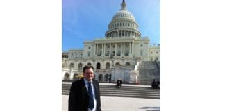 MIFFs styreleder Morten Fjell Rasmussen utenfor Capitol Hill. (Foto: Kenneth Rasmussen)
