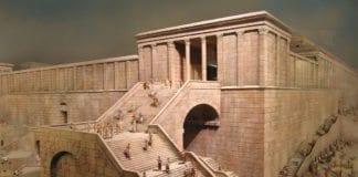 Den gamle trappoppgangen til Det andre tempelet, der en ny seksjon skal åpnes ved Vestmuren. På bildet ser du en rekonstruksjon av Tempelet, som kan besøkes i Gamlebyen i Jerusalem. (Foto: Wikipedia)