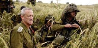 Forsvarssjef Benny Gantz (t.v.) deltar på øvelse. (Illustrasjon: IDF)