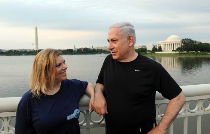 Sara (f.v.) og Benjamin Netanyahu under et statsbesøk i USA. (Foto: Avi Ohayun, GPO)