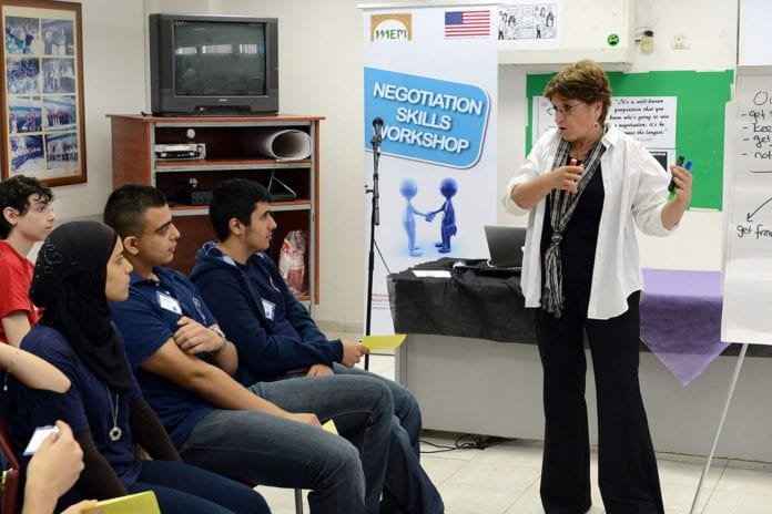 Israelske studenter følger nøye med (Illustrasjon: Den amerikanske ambassaden i Tel Aviv)