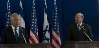 USAs forsvarsminister Chuck Hagel (f.v.) og hans israelske kollega Moshe Ya'alon. (Foto: USAs forsvarsdepartement)