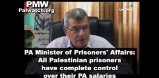 Fangeminister Issa Karake sier det er fangens rett å bestemme over pengene han får i lønn. (Skjermdump fra PA TV 17. februar 2013, via PMW)