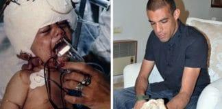Ahikam Simantov holder steinen som en palestiner kastet mot ham da han var baby og ga ham varig hjerneskade. (Foto: Privat/ Tzuriel Cohen-Arazi)