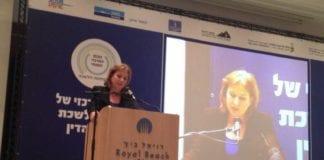 Justis- og diplomatiminister Tzipi Livni er strålende fornøyd med at det ikke blir noen ny lov om framtidige folkeavstemninger rundt alle fredsavtaler med palestinerne. (Foto: Tzipi Livni, Facebook.com)