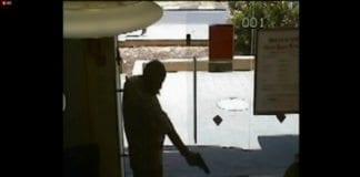 Foto: Skjermdump fra sikkerhetsvideoen til Bank Hapoalim-filial i Be'ersheba, ynetnews.com.
