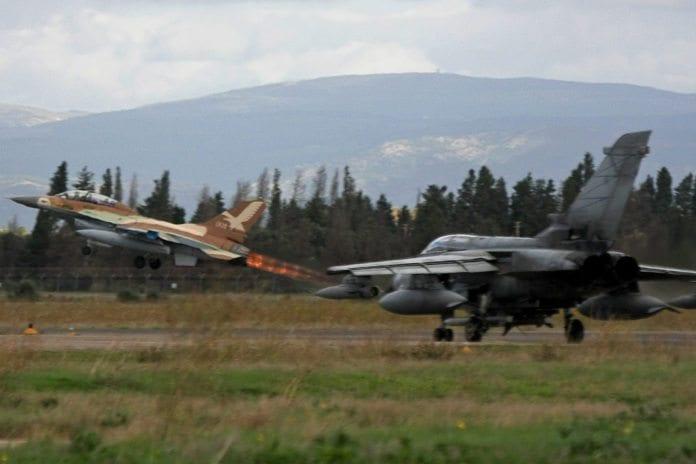 Israelsk jagerfly letter under en militærøvelse på Sardinia (Illustrasjon: IDF, flickr.com)