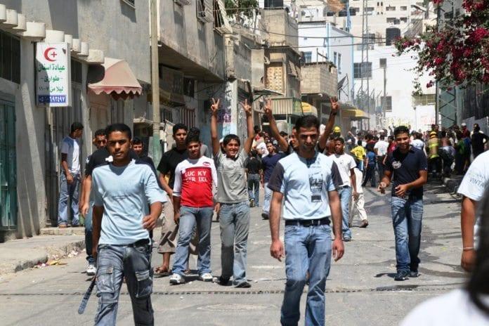 Offentlige samlinger blir stadig vanskeligere å gjennomføre på Vestbredden og Gaza-stripen. Med mindre det er anti-israelske demonstrasjon, som denne fra 2006. (Illustrasjon: Michael Loadenthal, flickr.com)