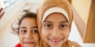 Smilende palestinske barn fra flyktningleiren Jerash i Jordan. (Illustrasjon: Omar Chatriwala, flickr.com)