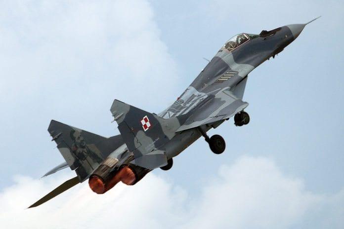 Minst 10 tilsvarende MiG 29-fly skal Russland levere til Syria-regimet. (Illustrasjon: Paul Nelhams, flickr.com)