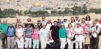 «For kunnskap og hygge» – 24 MIFF- og Israel-venner på Oljeberget. (Foto: Geir Tidemandsen)