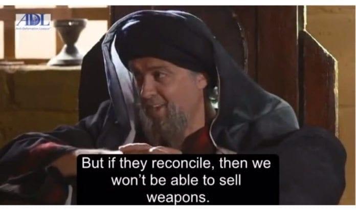 Skjermdump fra et utdrag av tv-serien Khaiber, teksting på engelsk ved Anti-Defamation League.