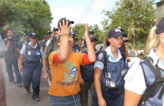 Evakueringen av bosetningen Ganei Tan på Gaza-stripen, sommeren 2005. (Illustrasjon: IDF, flickr.com)