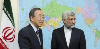 FNs generalsekretær Ban Ki-moon (f.v.) og Saeed Jalili, Irans sjefsforhandler i atomspørsmål. (Foto: Evan Schneider, UN Photo)