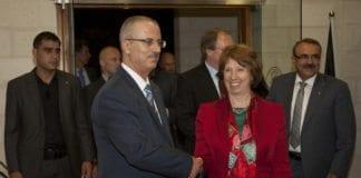 PAs avtroppede statsminister Rami Hamdallah (f.v.) og EUs utenriksminister Catherine Ashton. (Foto: EEAS, flickr.com)