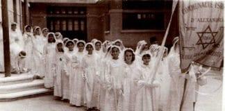 Bildet er av en gammel Bat Mitzvah-feiring i Alexandria i Egypt. De siste 65 årene er et årtusenlangt nærvær av jøder i Egypt nesten helt forsvunnet. (Foto: Association Nebi Daniel)