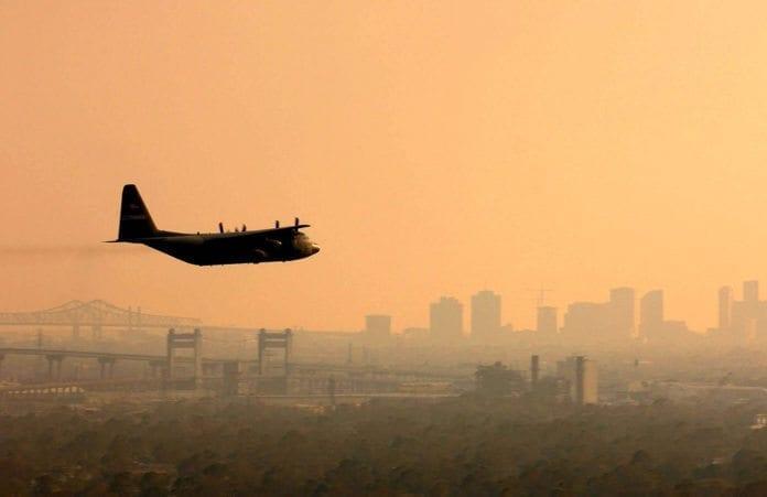 Tre tilsvarende israelske Hercules C-130-fly, er lagt ut til salg til vennligsinnede stater. (Foto: Jacob N. Bailey, U.S. Air Force)