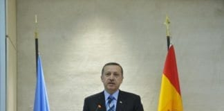 Tyrkias statsminister Recep Tayyip Erdogan taler under åpningen av et FN-møte i Geneve. (Foto: Jean-Marc Ferre, UN Photo)