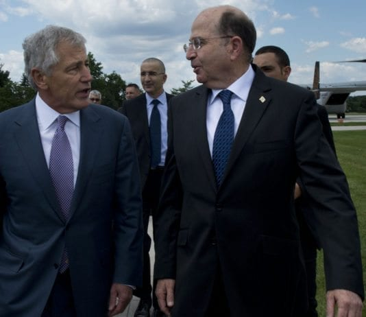 USAs forsvarsminister Chuck Hagel (f.v.) og Israels forsvarsminister Moshe Ya'alon. (Foto: Erin A. Kirk-Cuomo, USAs forsvarsdepartement)